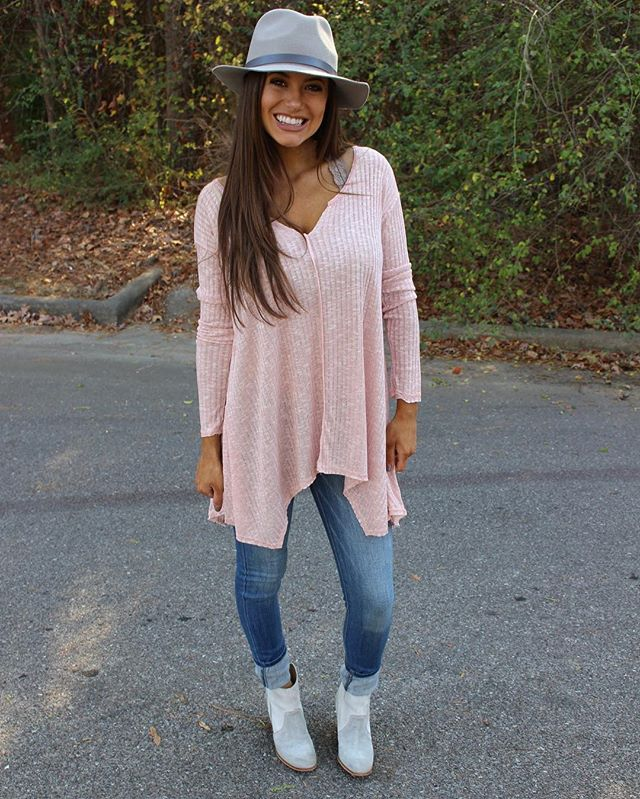 Dusty Pink Ribbed V-neck Tunic has been restocked!! •• $36 & free shipping! Shop under new arrivals