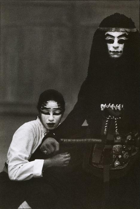 inneroptics :      Martine Franck, Iphigenia in Aulis by Euripides, Théâtre du Soleil, Paris, France, 1990
