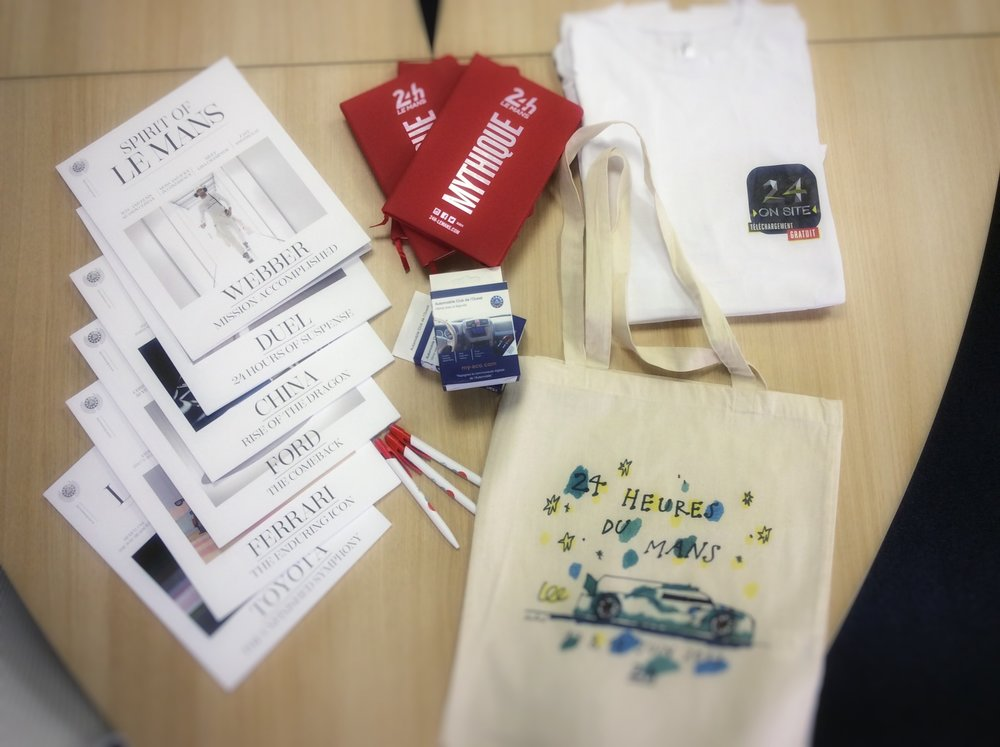 Le Mans Fan-Kit: - 3 sets of the Spirit of Le Mans Magazine:  https://www.spirit-of-lemans.com/3  T-shirts of Le Mans on site3 Notebooks of this year's race3 ACO phone magnets3 Pens3 handbags of Le Mans 2017