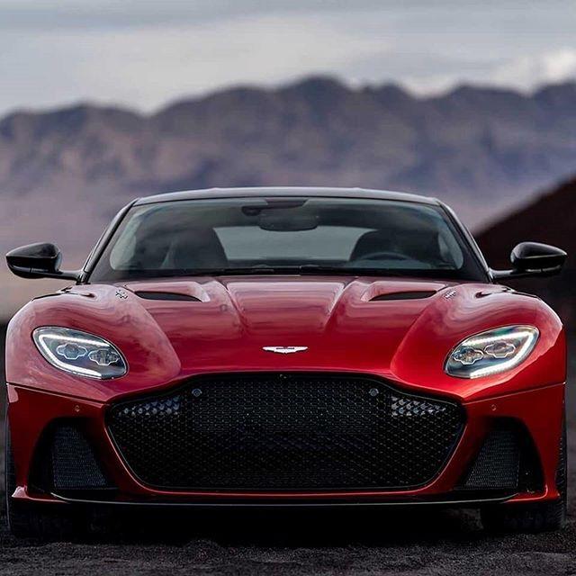 😱 Oh hi 715 HP V12 #AstonMartin #DBS #superleggera ♥️👌 yayayaya what a beautiful piece of machinery 🤘🏁