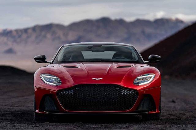 😱 Oh hi 715 HP #AstonMartin #DBS #superleggera 😍 you look fantastic in all your V12 glory 😁🤘🏁