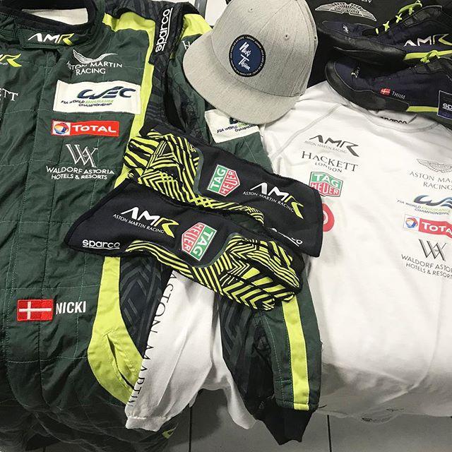 Dress for success 🏆@fosgoodwood Dress Code Baby 😎👌🏽 #astonmartin #danskyjr #gohardorgohome #goodwood #racing #classic