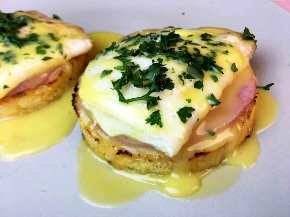 Low Carb Keto Cauliflower Eggs Benedict Recipe