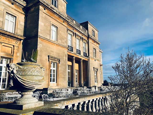 Who would like to spend their honeymoon in a mansion dating back from the 18th century?🙋🏻‍♀️ @lutonhoohotel has got you covered! Soon in our blog 💕 . . . . . . #nowthatsahoneymoon #travelphoto #relationshipgoals #dametraveler #traveltogether #travelmore #visualsoflife #bestvacations #placesaroundearth #forbesttravelguide #travelguide #doyoutravel #travelguide #instatravel #fantastic_earth #travel #couplestravel #wanderlust #bucketlist #travelgoals #coupleswhotravel #honeymoon #lutonhoo #luton #lutonhoohotel #elitehotels #lifewelltravelled #england #smallluxuryhotels #travelshots