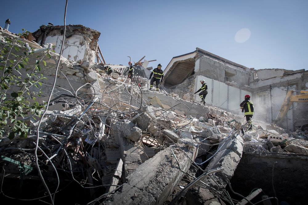 25/08(2016 - Amatrice, Italy - Rescue teams are searching for survivors under the rubble in the centre of Amatrice ©Dario Bosio | DARST for Politiken