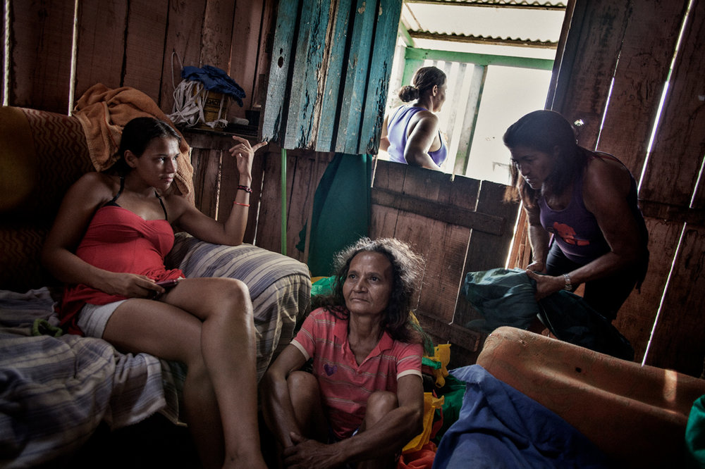19/11/2012 - A group of women in their house in the favela of Invasao dos Padres, which will be flooded by Belo Monte Dam