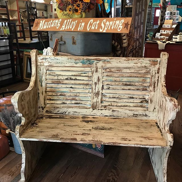 New Distressed bench in  Sturdy with great details  #distressedfurniture #vintagelooks #style