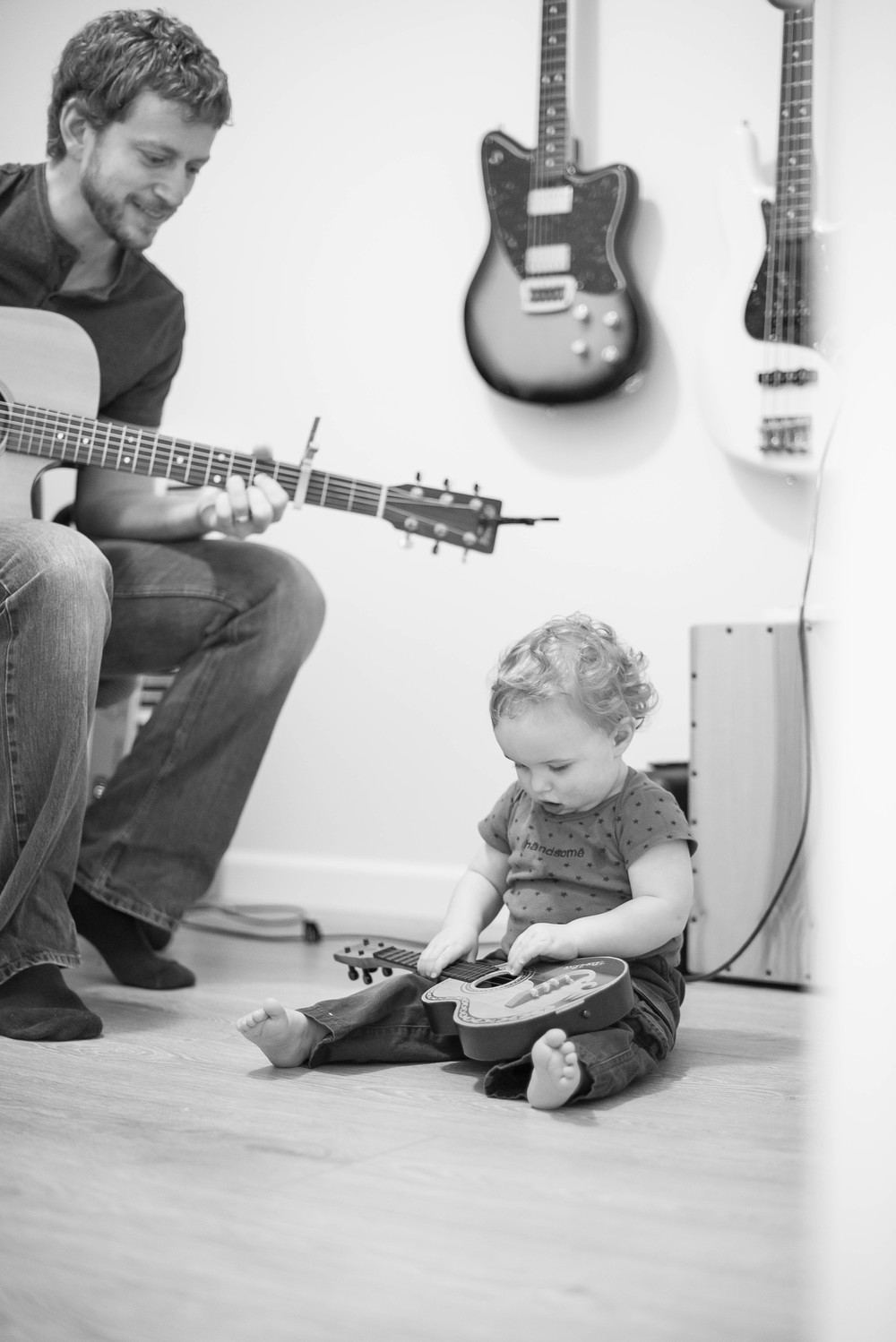 Evan & Heidi are both quite musical, and I get the feeling they're going to pass that talent off to their kiddos. Here, Myles learns how to hold the guitar left handed... haha!