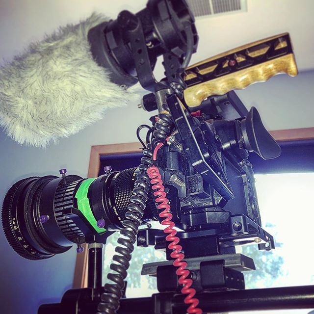 Testing out this new Proskar 2x anamorphic lens I got. The SLR Magic rangefinder is a godsend for those wanting to shoot lowbudget anamorphic and have one focussing system. Not everyone can afford $200K Hawk anamorphic lenses 😂😃😆📹🎥 . . #anamorphic #GH5 #Panasonic #Camera #videocamera #filmmaking #CanonFD #SLRMagic #juicedlink #audiotechnica #anamorphicrules