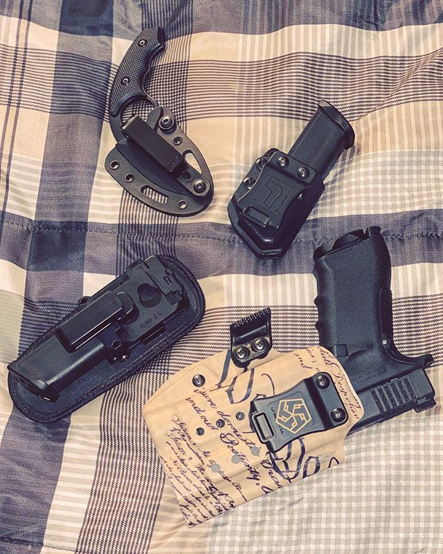 Bro, do you even EDC? . . . #EDC #EverydayCarry, #Glock #colonelblades #T5 #t5customkydex #wethepeople #Tulster #AlienGear #NCOVz #holster @aliengearholsters @t5customkydex @colonel_blades @tulster  #AppendixCarry #AIWB #GLOCK17