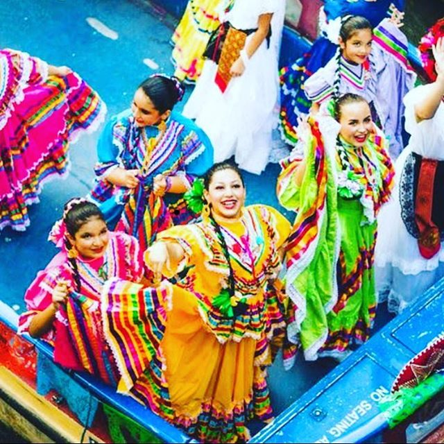 It's fiesta time in San Antonio!! So many parades, margaritas, metals, gorditatas, cascarones...these are just a few of my favorite things! Tune in live tomorrow at 9am to @itsagreatdaysa on Kens 5 for everything you need to get you ready for fiesta!!! Can't wait to show you some fun fiesta baubles from @baublebash and an awesome way for your kids to wear all their fiesta metals from @sixhoneybees both locally owned here in SA!! Viva Fiesta!! #fiesta #paradeready #sanantonio #professional-organizer #organized #sanantonioorganizer