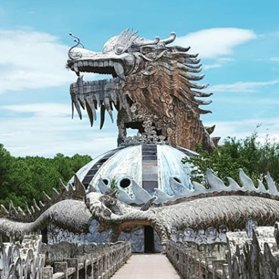 Abandoned theme park Hue.jpg