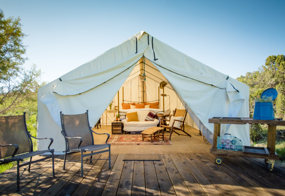 Canvas tent frontal.jpg