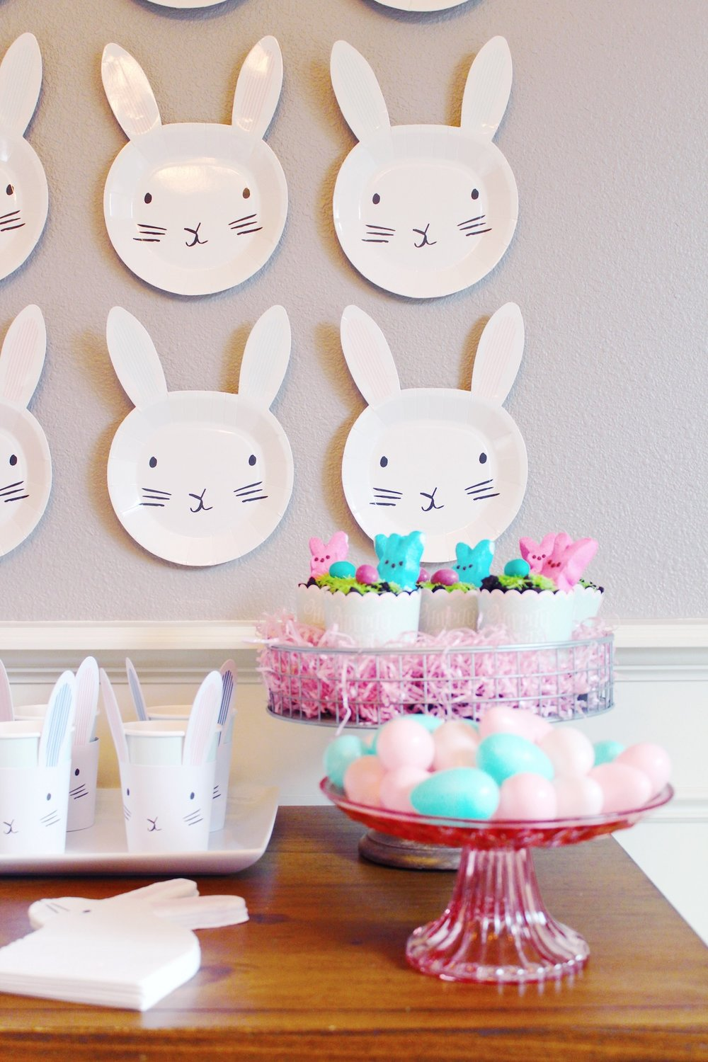 Blue Pink Easter Bunny Party_Spring Decor Ideas_Plate Backdrop_Design Organize Party.JPG