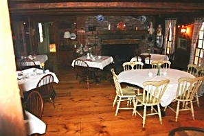 Dining Area at Squire Tarbox Inn.jpg