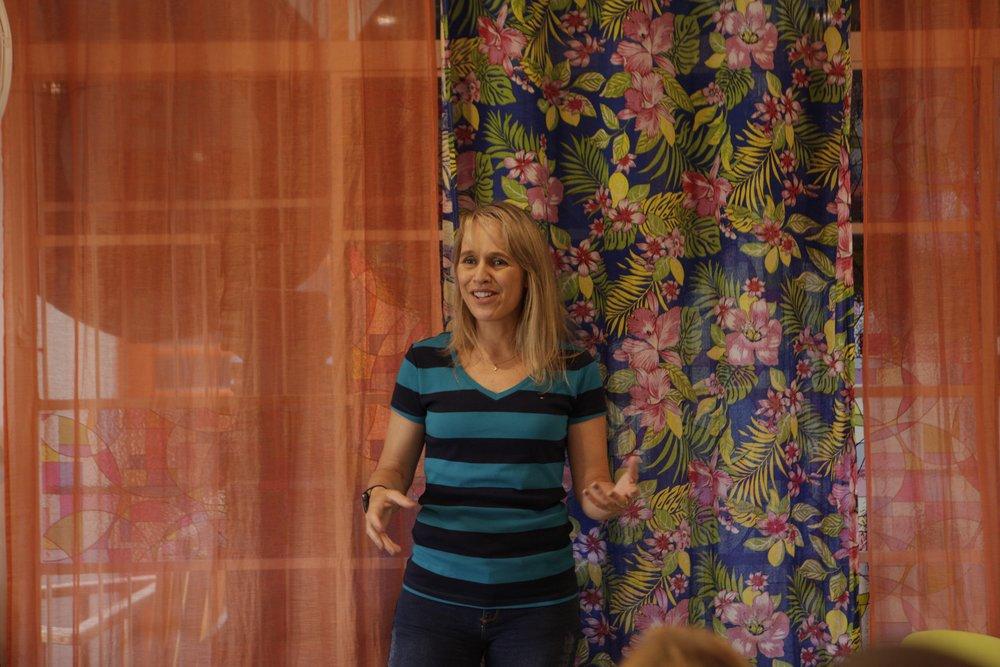 Dra. Cristiana Renner na palestra na Casa do Brincar. Foto: João R Rudge