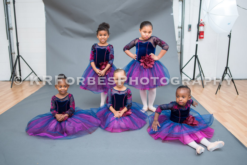Monday Ballet ages 3-5 - view gallery to make your selections from this class