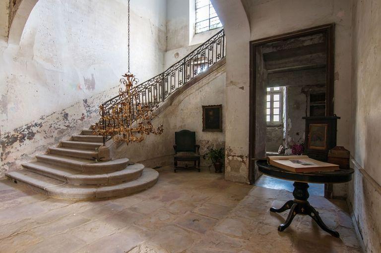 gallery-1491335326-hbz-chateau-gudanes-vestibuleafter.jpg