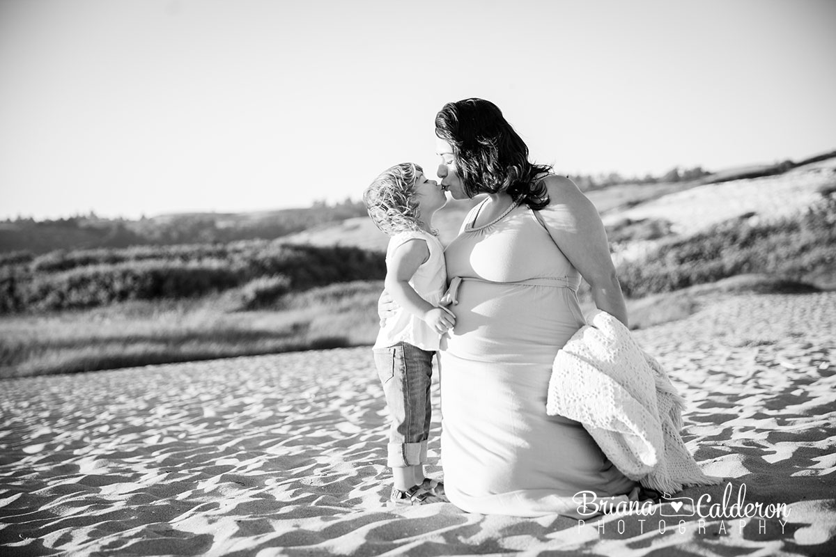 Maternity photo shoot at Santa Cruz Four-Mile Beach.  Pictures by Briana Calderon Photography based in the San Francisco Bay Area.