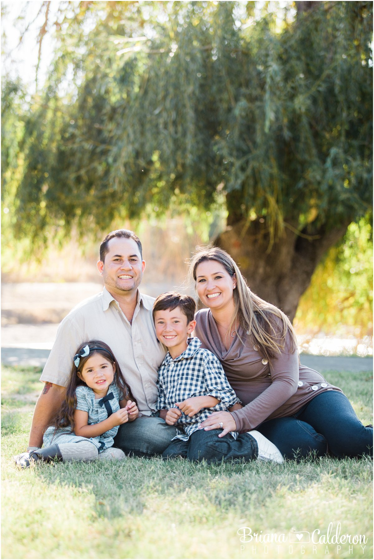Fall family mini portrait session at Spring Valley Pond in Milpitas, California. Photos by Briana Calderon Photography based in the San Francisco Bay Area.