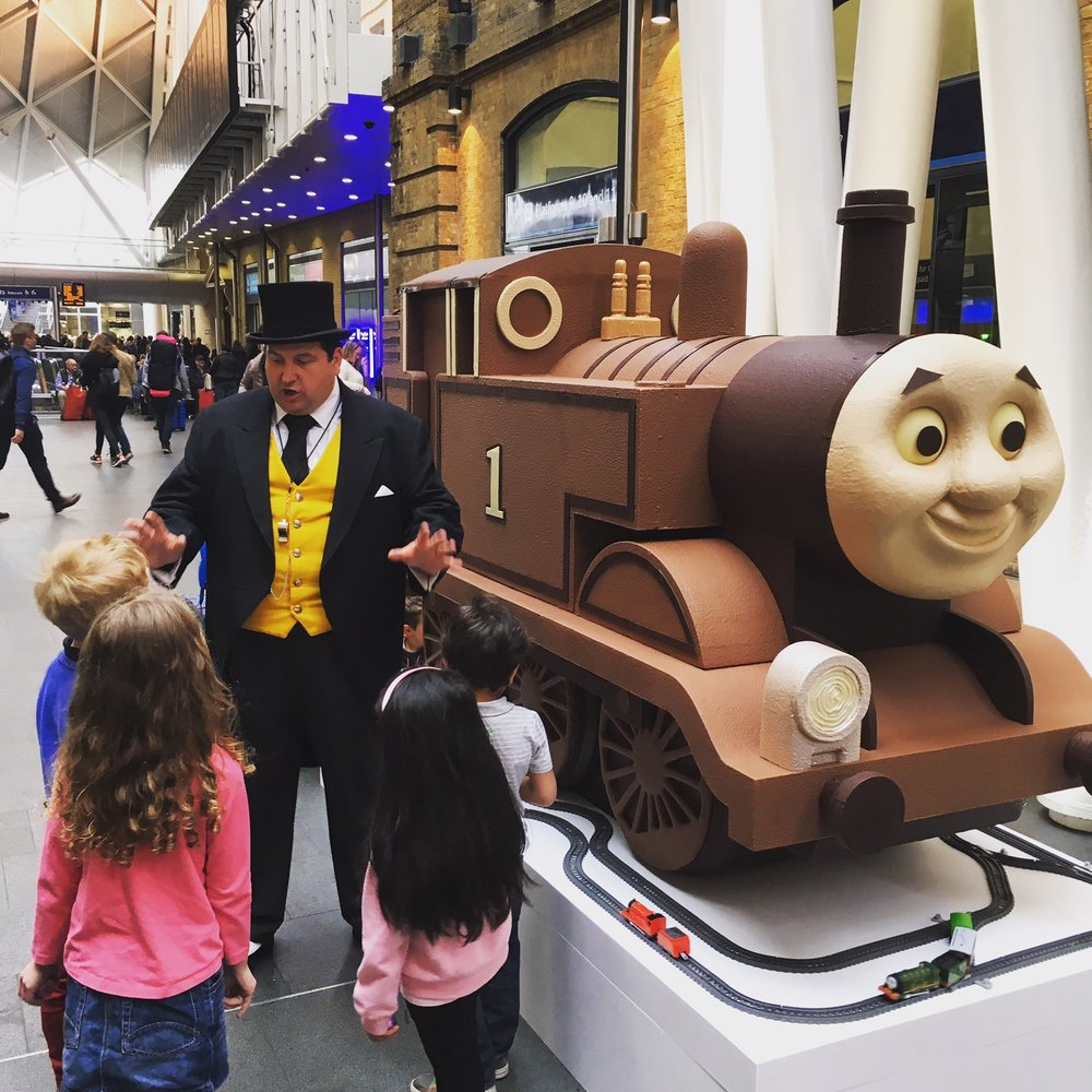 chocolatician_thomasthetankengine_matel_kingscrossstation_01