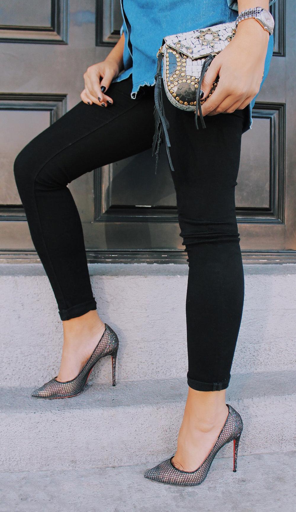 mel-ronnie-denim-red-lip-louboutins-skinny-jeans-black-gold-1.jpg