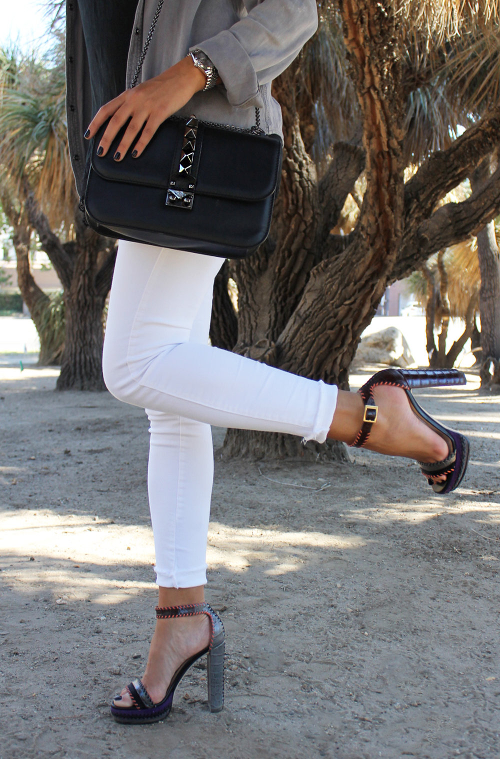 mel-ronnie-jimmy-choo-game-grey-top-lace-cami-black-white-denim-jeans-outfit-valentino-rockstud-bag-4.jpg