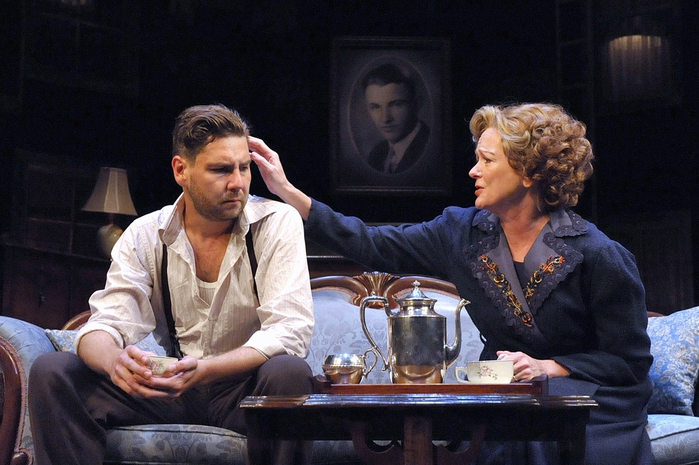 the characters escape from reality in the glass menagerie The glass menagerie is a memory play by tennessee williams that premiered in 1944 and catapulted williams from obscurity to fame the play has strong autobiographical.