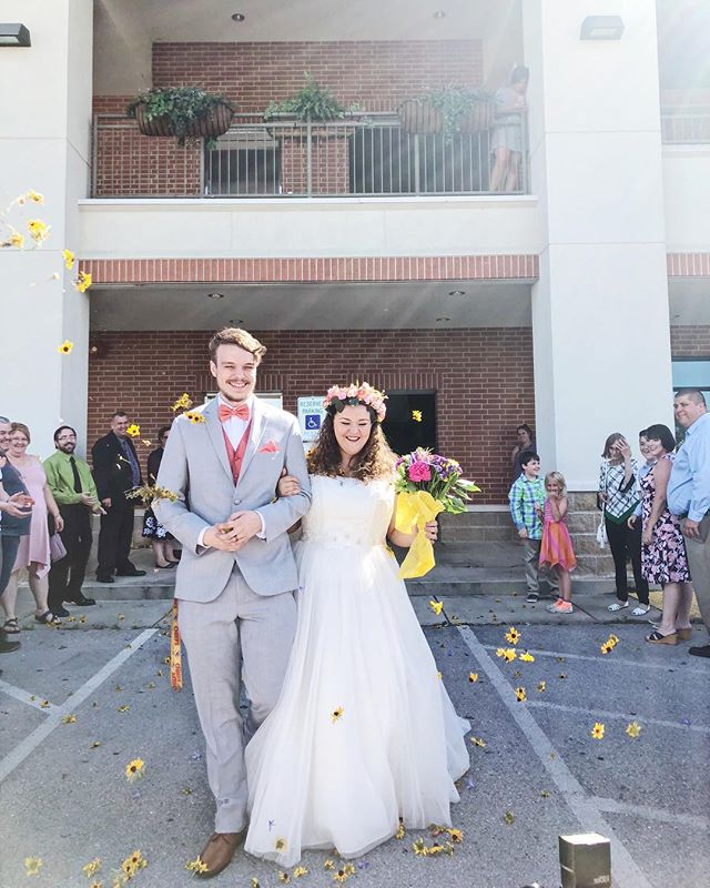 Reminiscing back on this sweet couples perfect day! Nothing screams summer like a fresh flower exit! 🌻