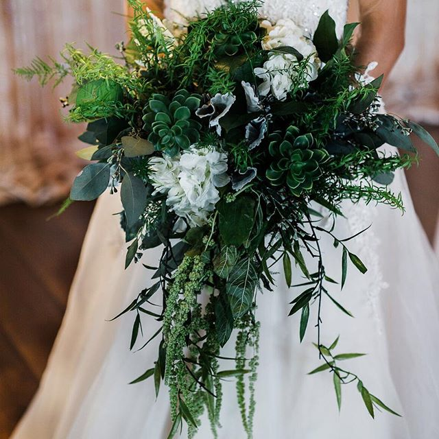 This bridal bouquet is the perfect combination of simple and chic. What will your bouquet look like for your special day? 💐  Venue: Old Towne Event Center  Decor: Shannon's Custom Design  Photographer: Ella K Photography  Model: Sofia Perez