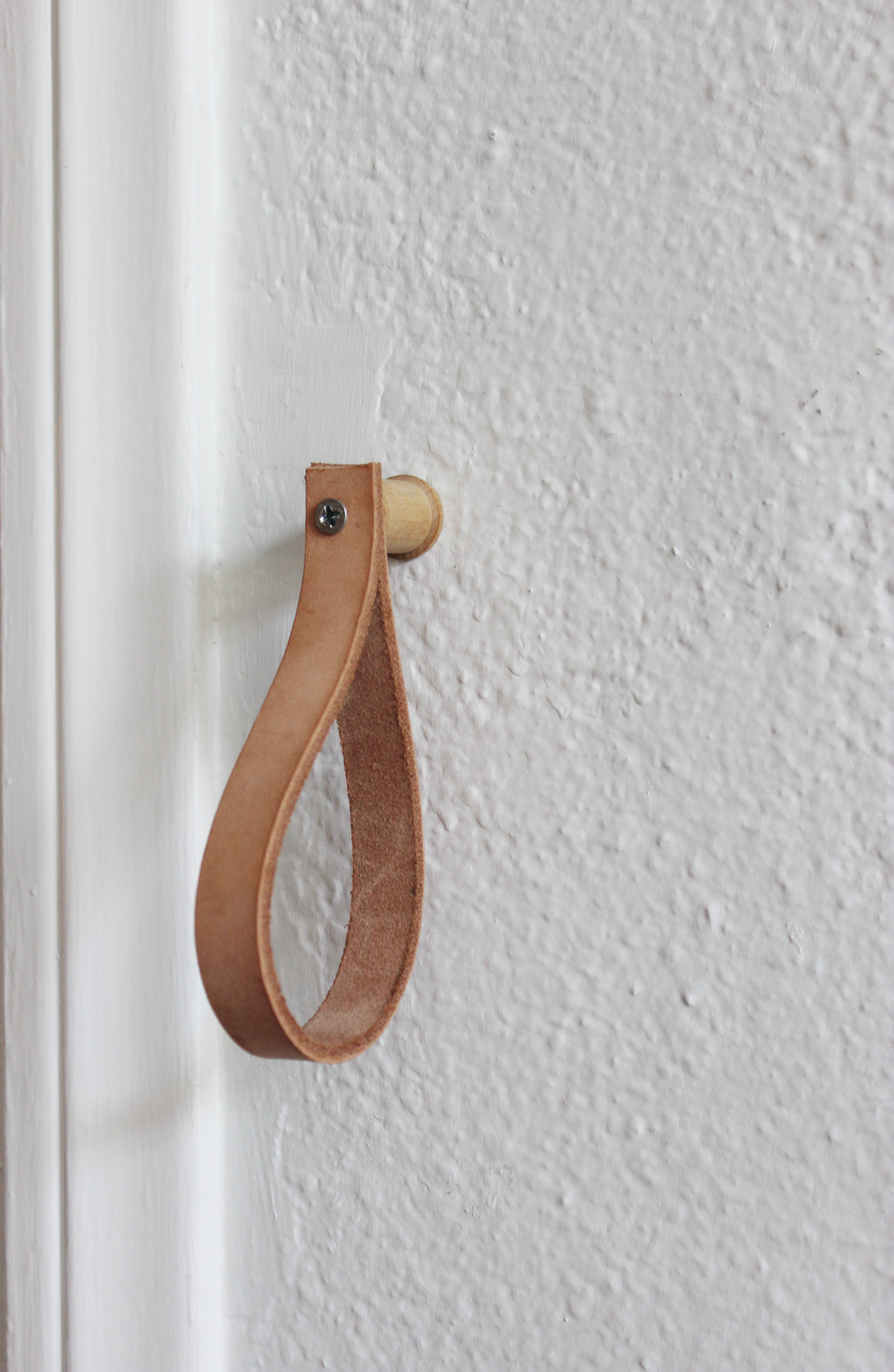DIY Leather Hanging Strap hometohem.com 2016_10