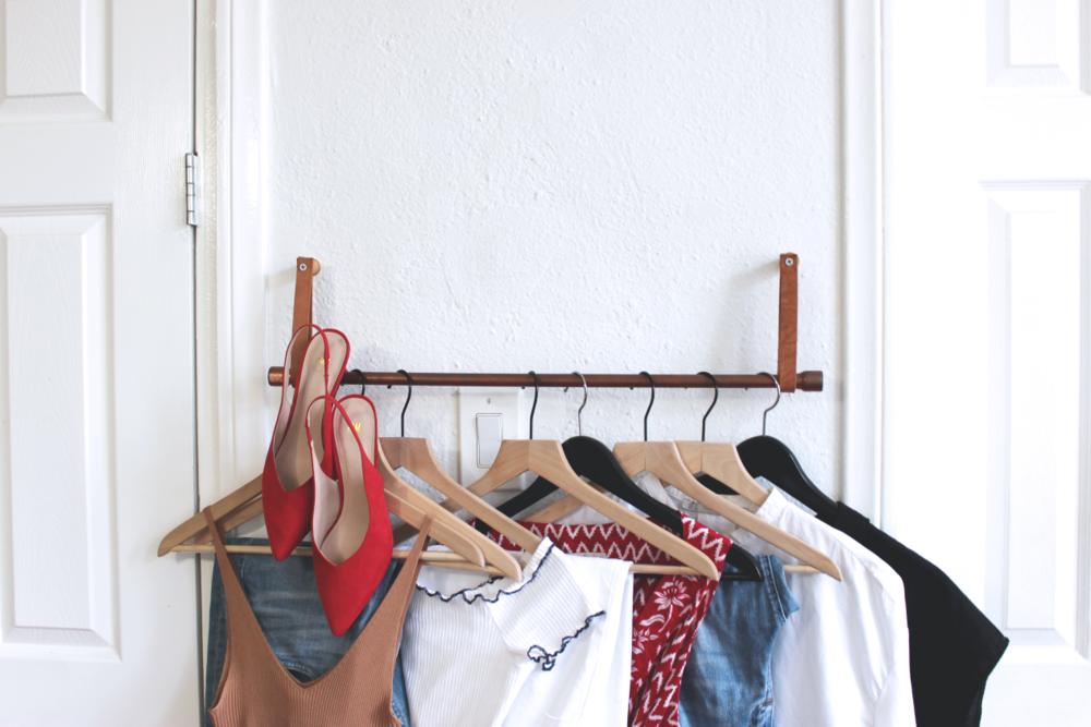minimalist summer capsule wardrobe