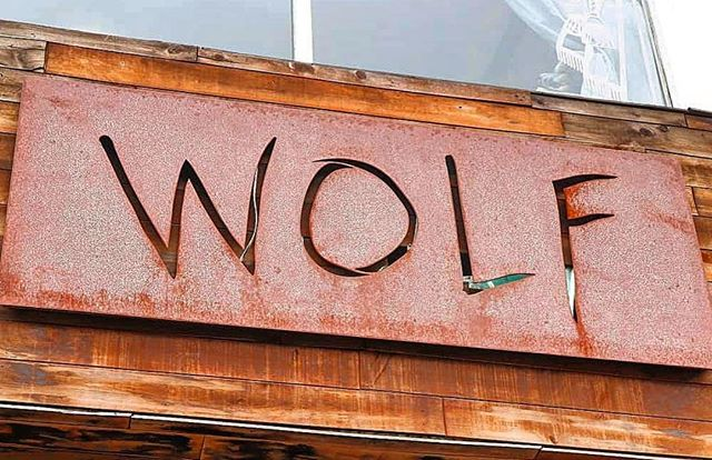 Howl at your boy. #🐺 📸: @eatingcities