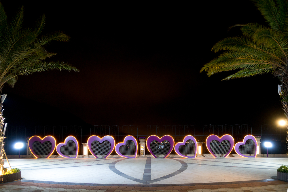 Another spot near the hotel where we'd just hang out and chat with each other while having our meals. Those hearts are Discovery Bay's version of love locks installations.