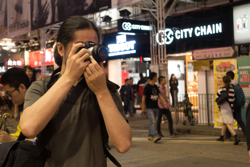 This man, who absolutely hates shopping, went to Mongkok, one of the busiest shopping areas in Hongkong, to buy his dream camera.