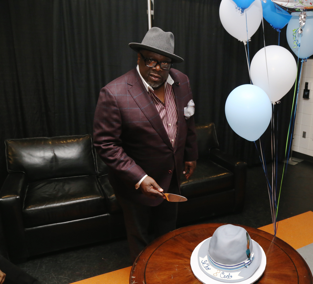 Cedric The Entertainer getting ready to cut into his Cake Crazy Cake by Shetice Williams       www.  cakecrazybakery.com