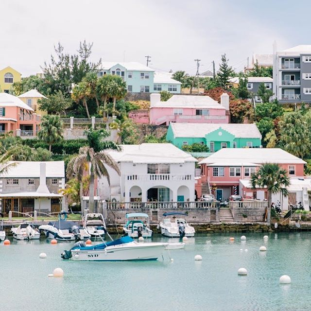 Quick stop in Flatts Village to take in all the pastel homes in this cute little inlet 🧡💕💛 • • • • • #mytinyatlas #letsgosomewhere #dametraveler #welltravelled #travelstoke #stayandwander #travelawesome #theglobewanderer #lonelyplanet #roamtheplanet #exploremore #traveldeeper #exploringtheglobe #flashesofdelight #theoutbound #finditliveit #tasteintravel #theprettycities #welivetoexplore #visualoflife #guardiantravelsnaps #doyoutravel #sheisnotlost #wearetravelgirls #tlpicks #dametraveler #bermuda #femmetravel #cntraveler