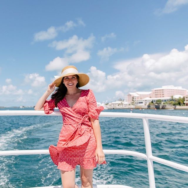 Trying to keep my hat on while exploring Bermuda via boat was even trickier than it looks 🤷🏼‍♀️ • • • • • #dametraveler #unlimitedparadise #vacationwolf #forahappymoment #planetdiscovery #darlingescapes #wearetravelgirls #mytinyatlas #theprettycities #exploringtheglobe #sheisnotlost #theglobewanderer #flashesofdelight #visualoflife #roamtheplanet #ladiesgoneglobal #traveldeeper #globelletravels #sidewalkerdaily #girlslovetravel #travelstoke #openmyworld #tasteintravel #lonelyplanet #femmetravel #instapassport #bermuda #letsgoeverywhere #tlpicks #thetravelwomen