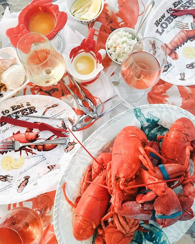 End of summer festivities 🦀🦀 • • • • • #sheisnotlost #wearetravelgirls #ladiesgoneglobal #darlingescapes #femmetravel #girlslovetravel #sidewalkerdaily #thetravelwomen #globelletravels #dametraveler #girlsborntotravel #travellushes #girlsmeetglobe #girlsvsglobe #sheexplores #radgirlslife #traveletting #timeoutsociety #myfavtourlina #lifewelltravelled #backpackerstory #takemethere #lobsterbake #letsgoeverywhere #girlswhotravel #digitalnomad #travelgirl