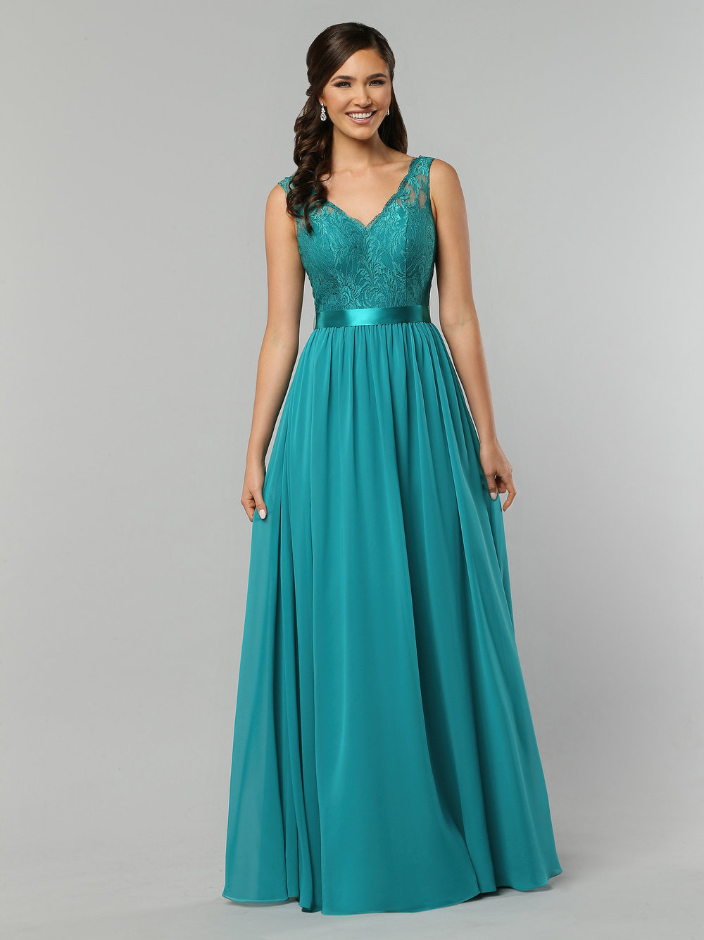 Da Vinci - Da Vinci offers an elegant and less expensive bridesmaid dress alternatives.