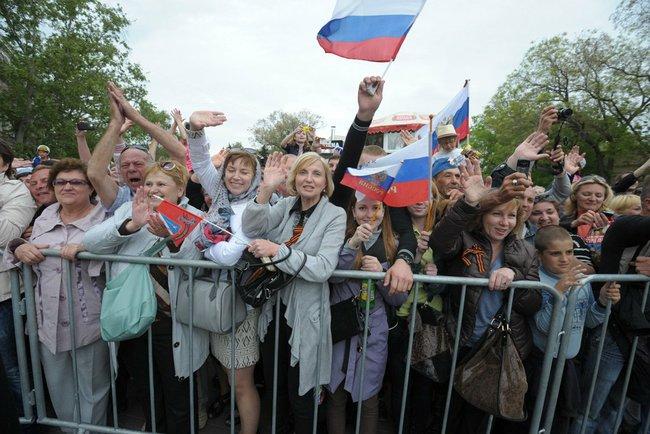 Pro-Russia Supporters in Crimea (Source: Russian Government)