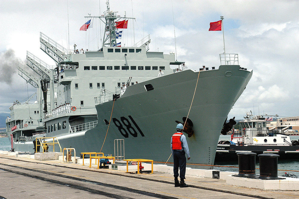 1280px-Hongzehu_AOR_881_docks_at_Pearl_Harbor_060906-N-4856G-051_0TWVK.jpg