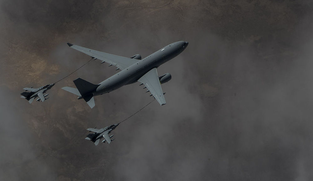 RAF_Voyager_KC2_refuels_two_Tornado_GR4_over_Iraq-1.jpg