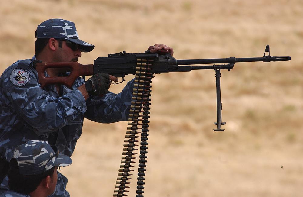 A_Kurdish_Peshmerga_officer_fires_a_PKM_in_Mosul.jpg