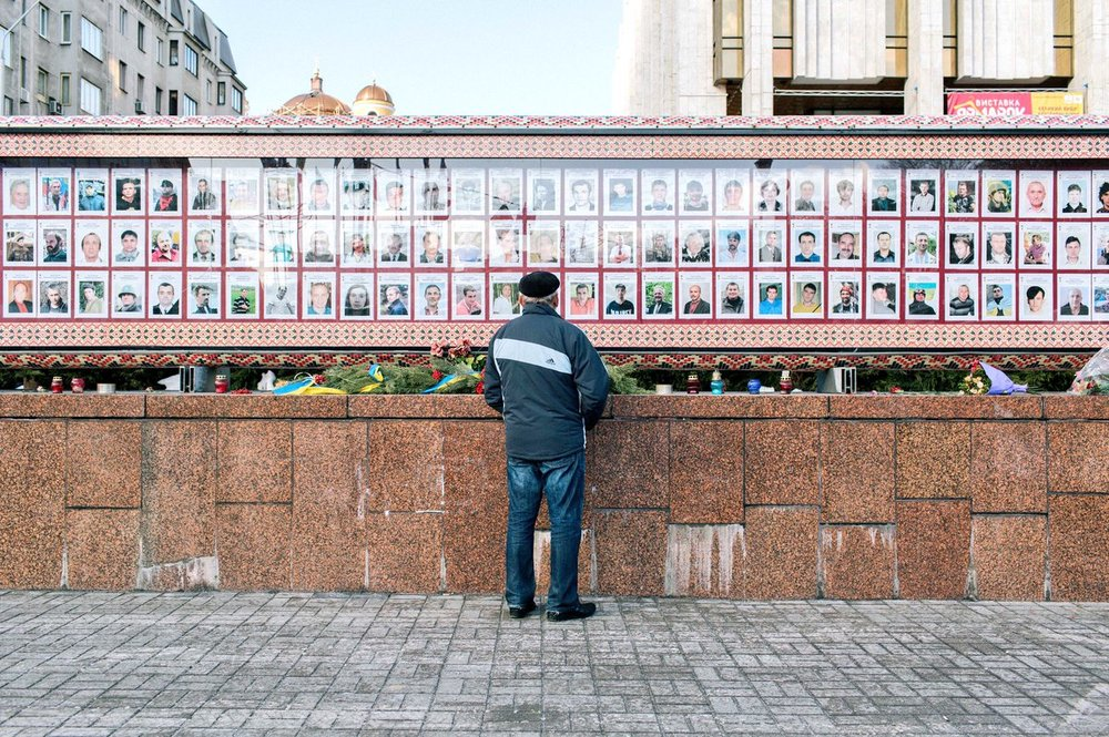 A man reads tributes on a wall for the dead in Kyiv after the Maidan Revolution. Photo: Bryce Wilson (@drjft) | Kyiv, Ukraine.