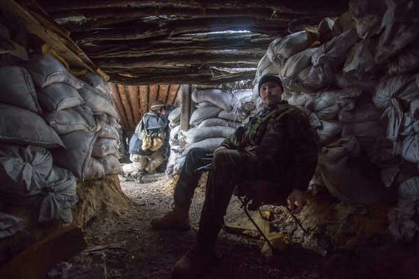 A Ukrainian soldier in Mariinka. Photo: Bryce Wilson (@drjft) | Mariinka, East Ukraine