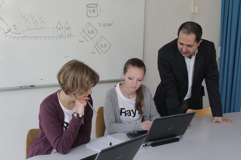 Förra sommaren deltog Alexandra Polyakova och Alberte Lauridsen i forskarskolan Rays där de genomförde ett projekt om solskorstenar. I år är det dags för 21 nya elever att anta utmaningen.