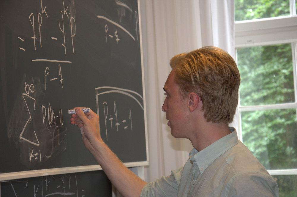 Under Rays 2015 forskade gymnasieeleven Erik Leffler om matematisk analys av rekord på Kungliga Tekniska Högskolan i Stockholm.