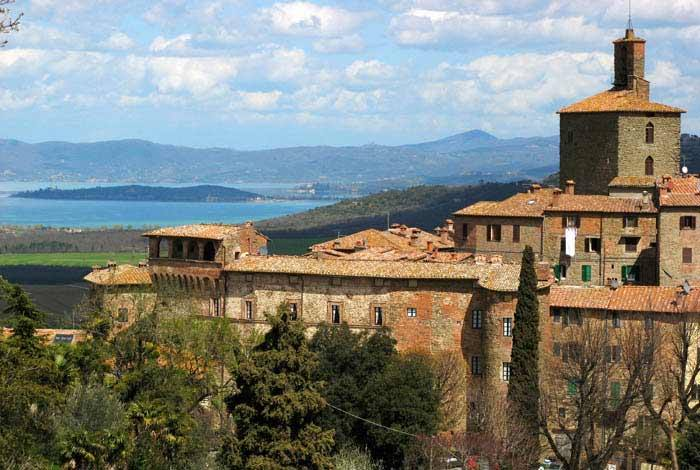 Panicale sits above Lago Trasimeno