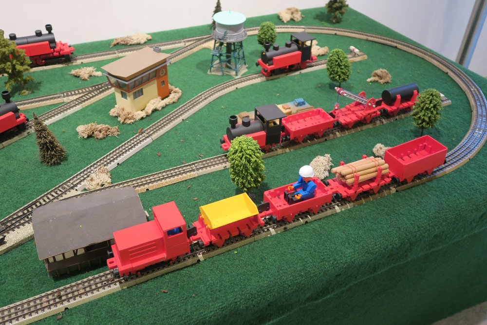 Lokomotiven und Waggons von fischertechnik.jpg